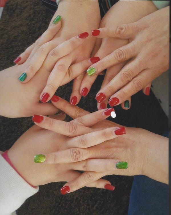 Hænder med neglelak